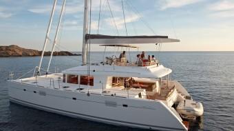 Excursión a Islas Griegas. Crucero en Santorini con Lagoon 560