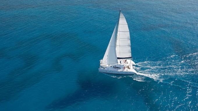 Excursión Crucero en Santorini con Lagoon 500
